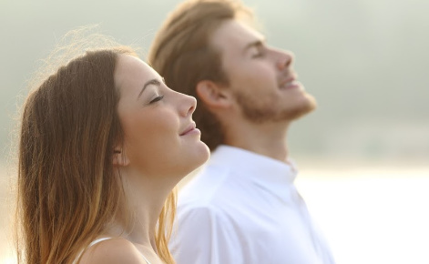 Image of couple looking to the sky